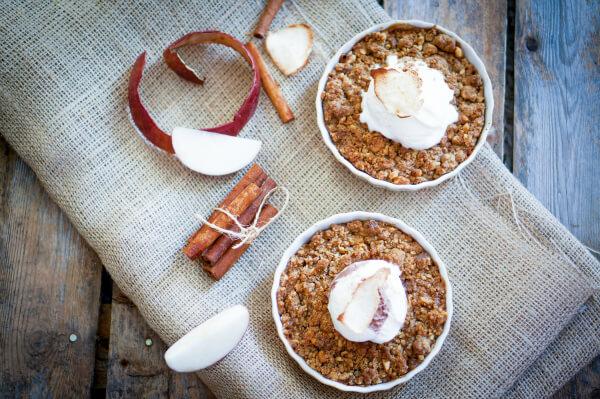 Gluten Free Caramel Apple Crisp with No Refined Sugar! Primally Inspired #glutenfree