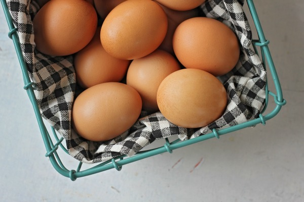 5 health benefits of eggs - they can actually help lower cholesterol & help with fat loss! Eggs are one of the healthiest foods out there, despite the controversy that has surrounded them for decades.