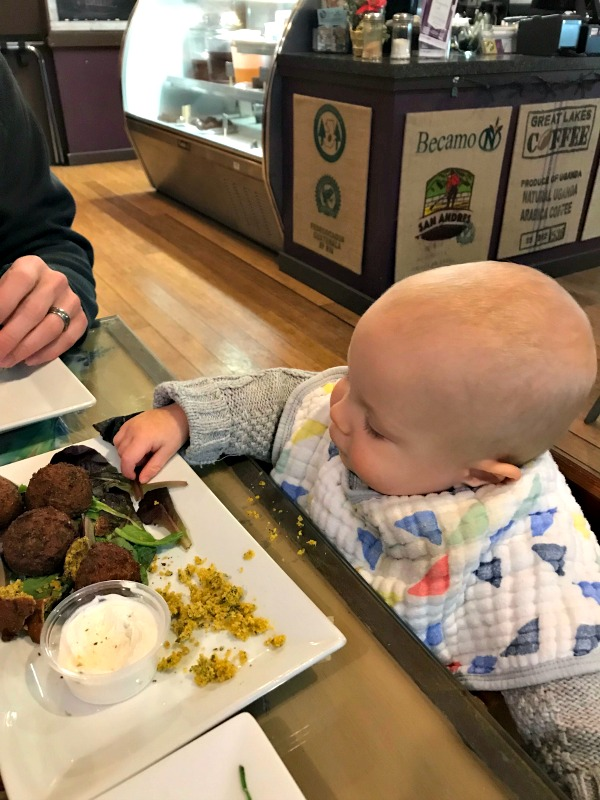 The Ultimate Guide to Baby Led Weaning...including how to, first foods, video examples, personal experience and more!